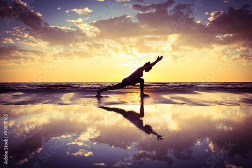 Poster  Frau praktizieren Yoga