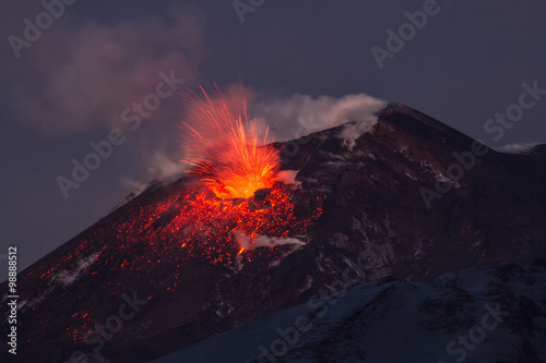 Obraz na plátně  Volcano eruption. Mount Etna erupting from the crater Voragine