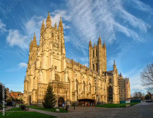 Edifice religieux Canterbury cathedral in sunset rays, England