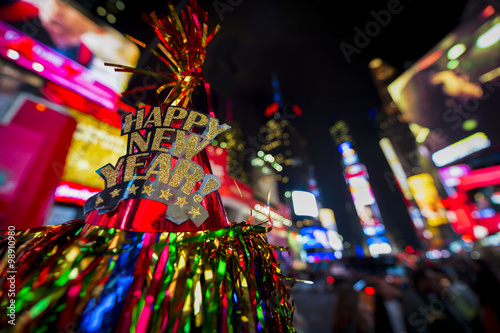 Photo  Happy New Year hat with colorful decoration in Times Square New York City