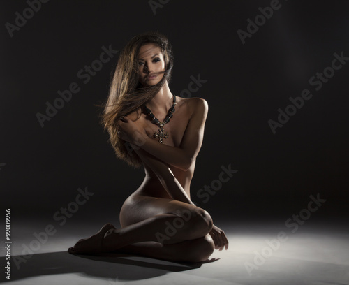 Fotografia Attractive naked brunette girl