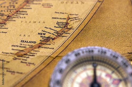 Fotomural Old compass on vintage map selective focus on New zealand