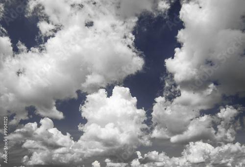 Fototapeta Chmury na niebieskim niebie na zamówienie