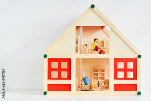 Photo  Girls dollhouse isolated on white background