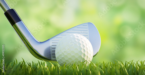 Foto op Plexiglas Golf Golfball mit Schläger vor Grün