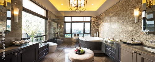 Foto  pano interior of modern bathroom