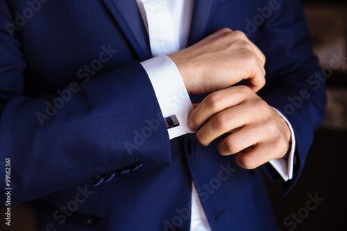Fotografie, Obraz  Muž ruce s manžetovými knoflíčky. Elegantní pán clother