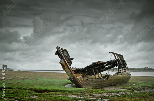 Canvas Prints Shipwreck Marooned