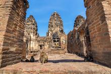 Phra Prang Sam Yod . Lopburi, ...