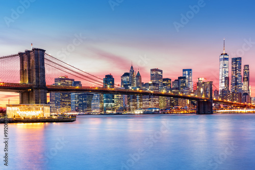 Brooklyn Bridge and the Lower Manhattan skyline under a purple sunset Canvas