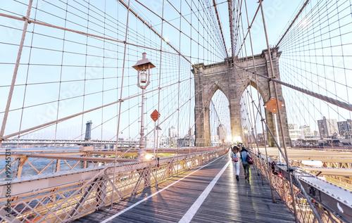 Foto op Canvas Brooklyn Bridge People crossing Brooklyn Bridge at sunset