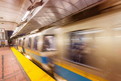 Zdjęcie XXL Pociąg metra przyspiesza, Boston