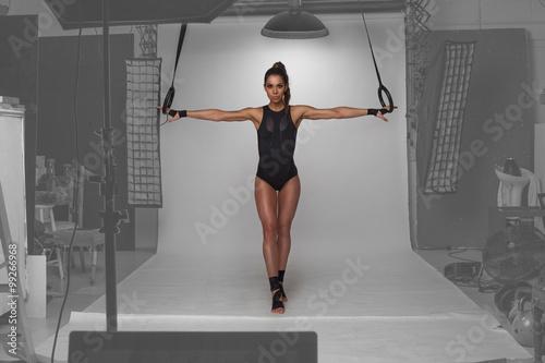 model-fitness-pozowanie-w-studio