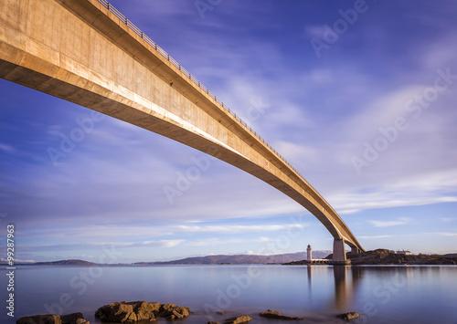 Carta da parati Skye Bridge at early morning on Isle of Skye - Scotland, UK