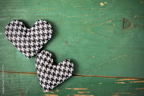 Photo  houndstooth hearts on a green background