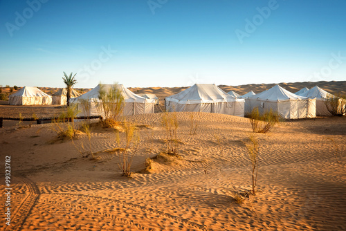 Poster Tunesië Camp of tents in a beautiful landscape of sand dunes in the desert of Sahara, South Tunisia