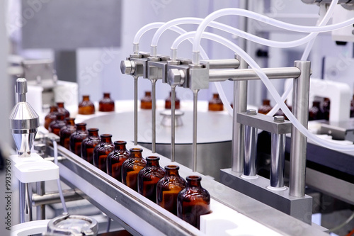 Fotografia  Bottling and packaging of sterile medical products. Machine afte