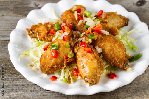 Chicken wings in white plate ready to eat Fototapete