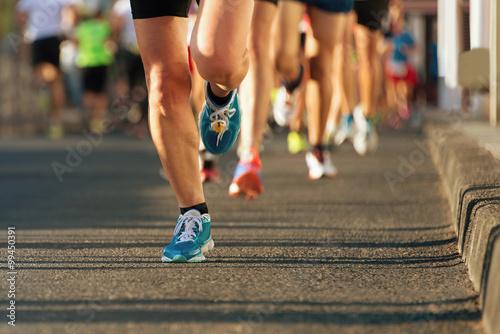 Fotografía  La carrera de maratón a la luz de la tarde