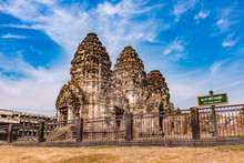 Phra Prang Sam Yod / An Ancien...