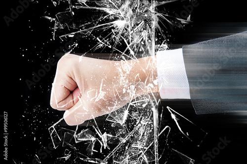 Foto  ガラスを割る拳,パンチ