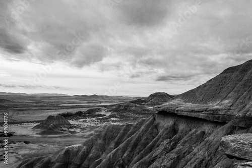 Fotografia  Cloudy day in Bardenas in black and white