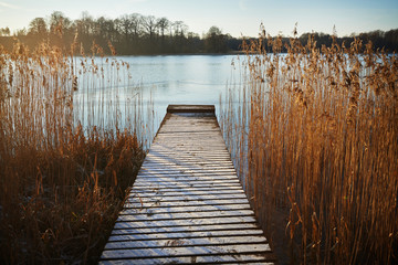 Fototapeta Inspiracje na zimę Pomost nad jeziorem