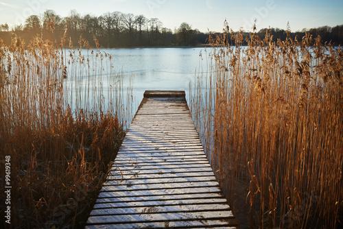 Naklejka premium Pomost nad jeziorem