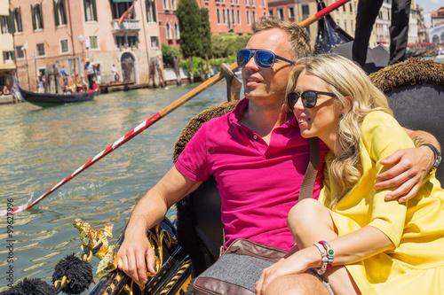 Spoed Foto op Canvas Gondolas Man in sunglasses sitting in gondola