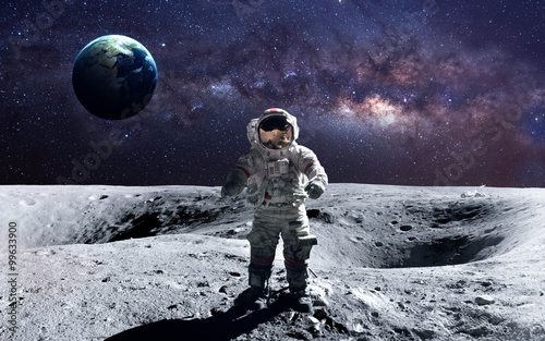 Brave astronaut at the spacewalk on the moon Fotobehang
