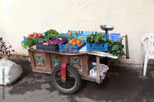 Fototapeta Beirut: traditional vegetable and fruit vendor cart  obraz na płótnie