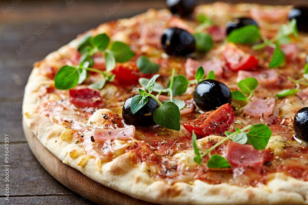 Cheese pizza with ham and olives