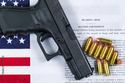 Fotografie, Obraz  Pistole s vlajkou a americkou papír pro právo nosit zbraně