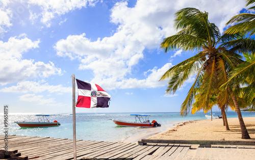 Obraz na płótnie Caribbean beach and Dominican Republic flag