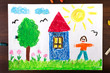 Kolorowy rysunek przedstawiający drzewo, domek i człowieka.