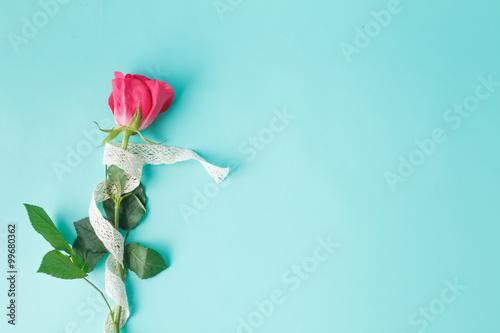 Arrière-plan avec Bouquet de Roses et ruban Poster Mural XXL