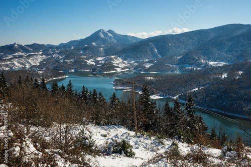 Stickers pour porte Pierre, Sable Winter snowy landscape with lake Plastira, Fesalia, Greece