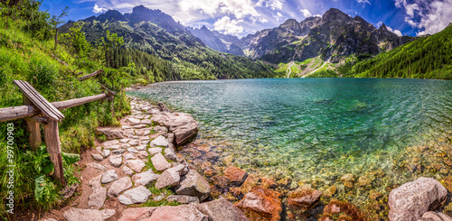 Poster Bergen Panorama of pond in the middle of the Tatra mountains