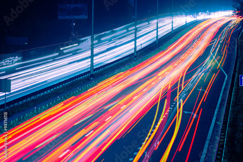 Photographie  Night traffic with blurred traces from cars