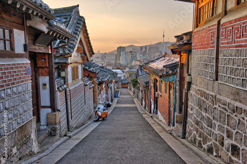 In de dag Seoel Bukchon Hanok Village in Seoul, South Korea