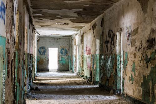 Staande foto Industrial geb. Old abandoned building interior