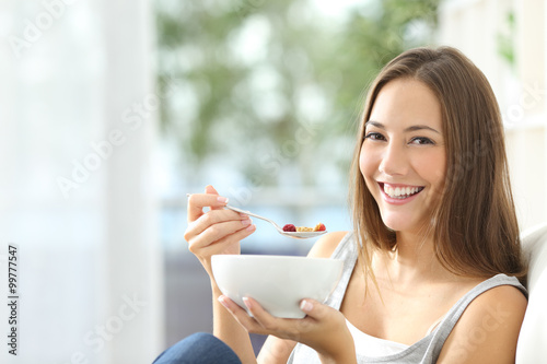 Valokuva  Woman eating cornflakes at home
