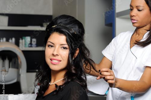 Spoed Foto op Canvas Kapsalon beautiful woman in hair salon