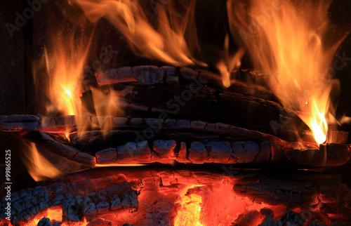 Fototapeta Ogień w kominku, płomień, żar. obraz