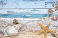 Strandgut, Fischernetz Und Meer Auf Holzuntergrund
