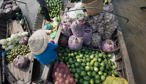 Foto  Watermelons in Mekong delta Cai Rang floating market in Can Tho Vietnam
