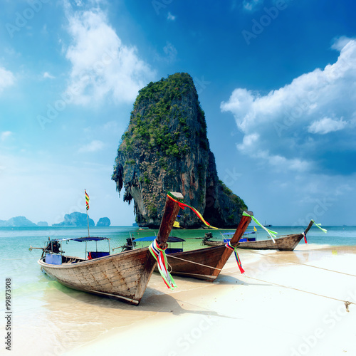Foto auf Gartenposter Tropical strand Tropical island landscape background. Thailand beach and wooden boats