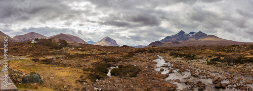 Pinturas sobre lienzo  Panoramic skyline of the Glamaig, the Sligachan and the Cuillin mountains on a c