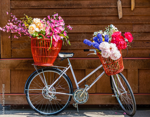 Foto op Plexiglas Flower Baskets on Bicycle