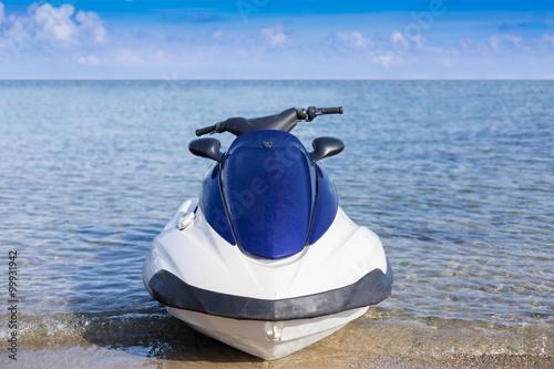 Poster Nautique motorise Motor bike near coastline